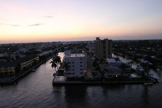 Residence Inn Fort Lauderdale Intracoastal / Il Lugano: Sunset view from the balcony