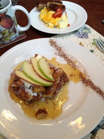 Lost Mountain Lodge: French toast with apples and cream, scrambled eggs with sausage