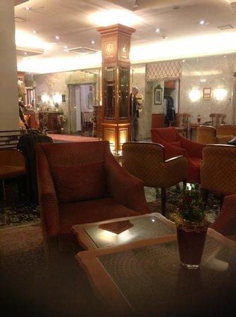 Hotel Stefanie: холл