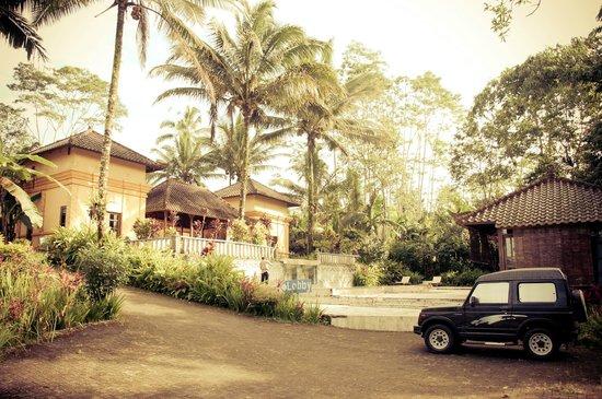 Raffles Holiday Hotel: hotel area