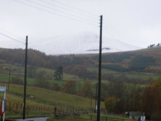 Ben Lawers Hotel: view from hotel grounds