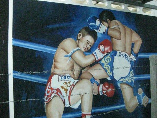 Suwit Muay Thai Training Camp & Gym : Outside mural 1