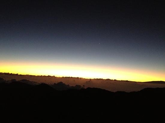 Westin Maui Resort And Spa: sunrise atop Haleakala crater