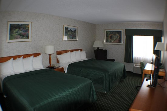 All Seasons Inn & Suites: Room with Two Queen Beds