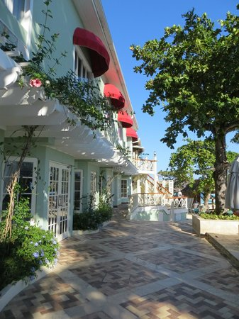 Sandals Montego Bay: Rooms and grounds