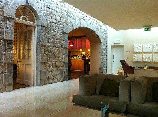 Carton House Hotel & Golf Club: Seating area leading to Kitchen Bar