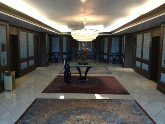 THE US GRANT, a Luxury Collection Hotel, San Diego: Large elevator lobby on each floor