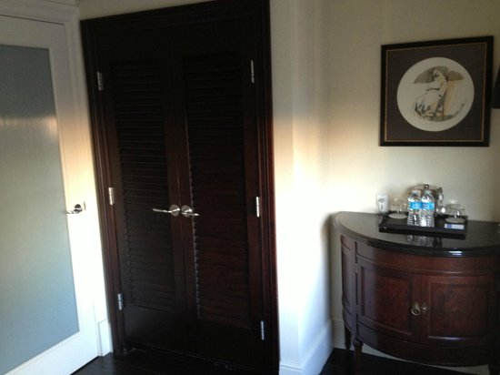 THE US GRANT, a Luxury Collection Hotel, San Diego: Closet next to bathroom