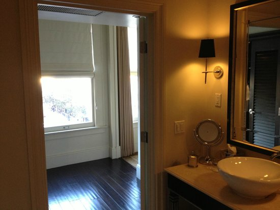 THE US GRANT, a Luxury Collection Hotel, San Diego: View from Bathroom to Hallway