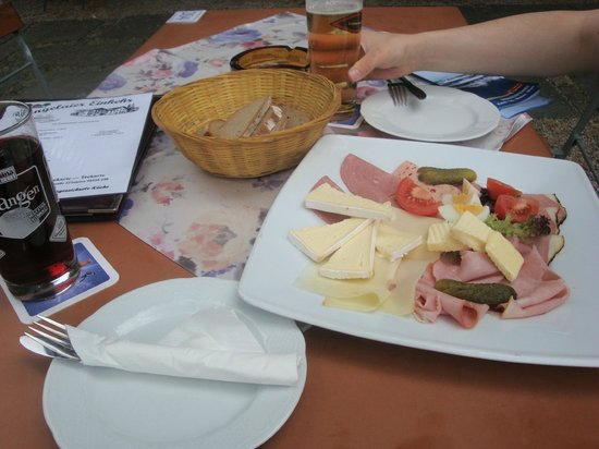 Hotel Gross: Afternoon snack in the biergarten