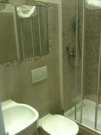 Indipendenza Suite: salle d'eau Guilia