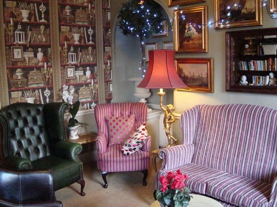 The Dining Room at Washingborough Hall Country Hotel: lounge