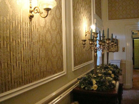 The Dining Room at Washingborough Hall Country Hotel: hallway
