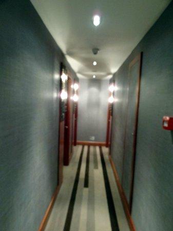 Biz Cevahir Hotel: Corridor