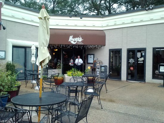 Hugo's Seafood & Steakhouse: Restaurant Enterance