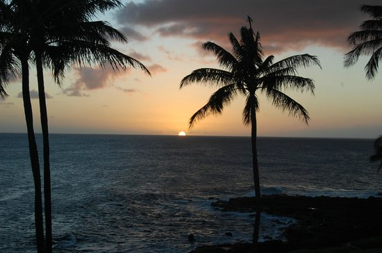 Whalers Cove Oceanfront Resort: Sunset from the lanai