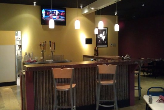 Russo's Pizza & Wings : Bar