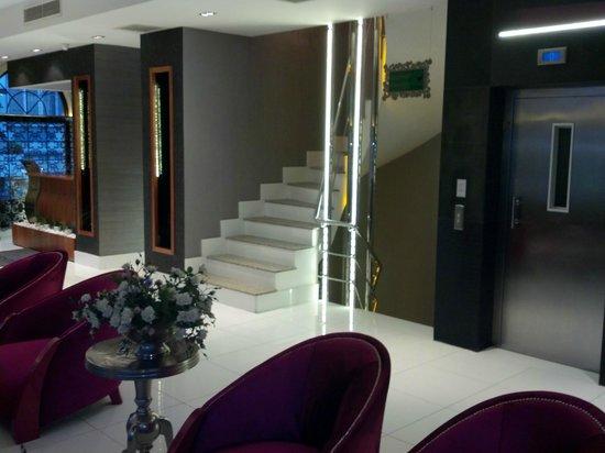 Biz Cevahir Hotel: Lobby