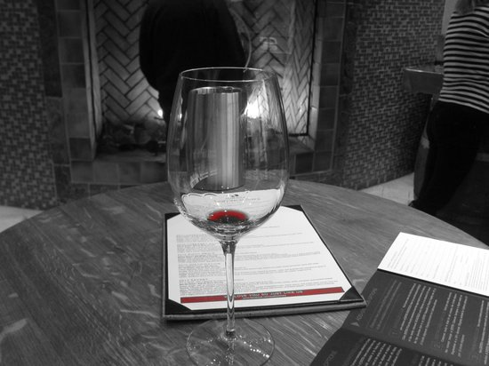 JUSTIN Vineyards and Winery: Tasting room at Justin