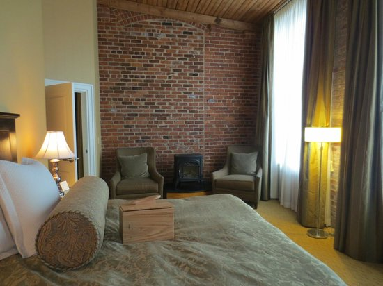 Craddock Terry Hotel: Room 401's bedroom, showing open-face brickwork design and height of room and windows