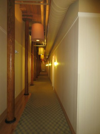 Craddock Terry Hotel: Hotel corridor on 4th floor