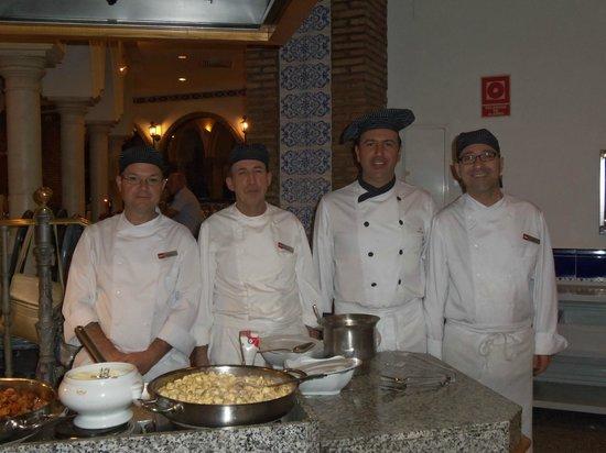Hotel Riu Monica: Smiling restaurant staff