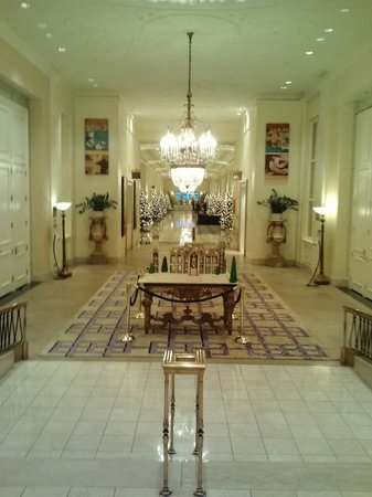 The Mayflower Hotel, Autograph Collection: Lobby with long hallway towards the ballrooms