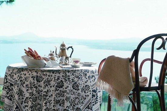 Las Cumbres: 5'o clock: Tea time!