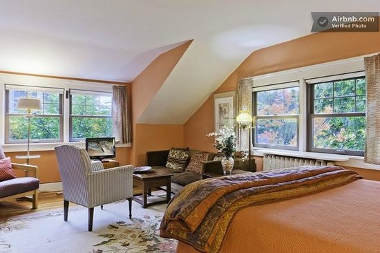 Avon Hill House: The 16' sq. Fireplace room has queen bed, WiFi, flatscreen TV.