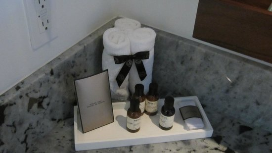 Fairmont Pacific Rim: Bathroom-Amenities