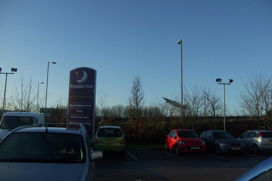 Premier Inn Southampton Airport Hotel: Parking ..