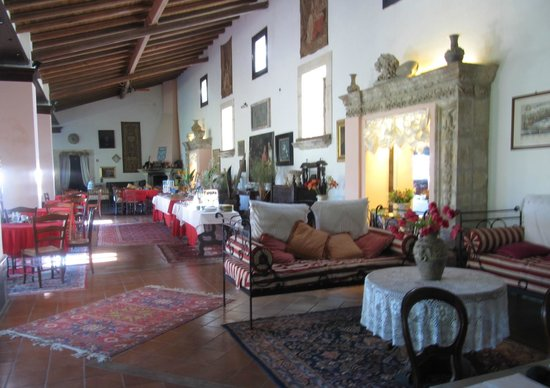 Villa dei Papiri: Dining and sitting area