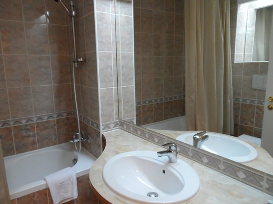 Armonia Hotel: Super clean bathroom