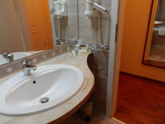 Armonia Hotel: bathroom