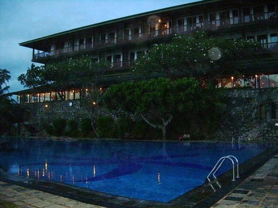 Bentota Beach by Cinnamon: piscina