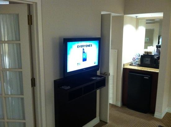 Sheraton Suites Columbus: Great HDTV; also HDTV in bedroom
