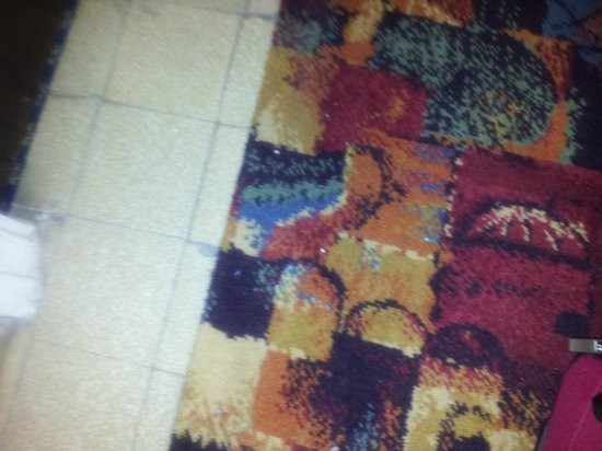 County Hotel: Bits on the carpet!
