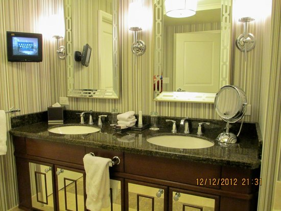 Caesars Palace: Beautiful bathroom