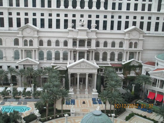 Caesars Palace: Looking out window in Octavius Tower