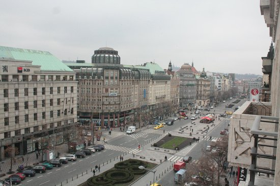 Jalta Boutique Hotel: View of Wenceslas Square looking right from our balcony