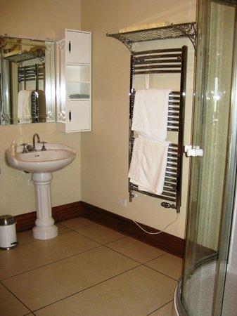 Belmont on Harewood: Bathroom