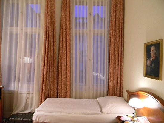 Henri Hotel Berlin: Double Room in Hotel Residenz on Courtyard