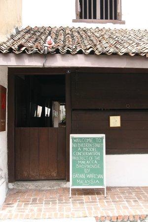 No 8 Heeren Street Heritage Centre: Front entry to 8 Heeren Street