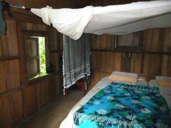 Lemongrass Chalets & Restaurant: Inside of our bungalow