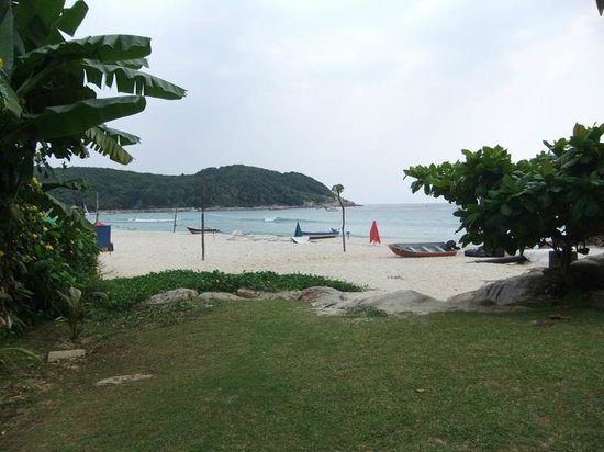 Lemongrass Chalets & Restaurant: View of the beach from Lemon Grass