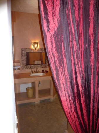 Riad Limouna: Salle de douche + toilette