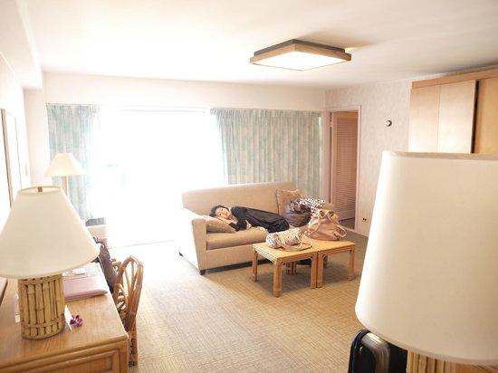 Ilima Hotel: 広いリビング