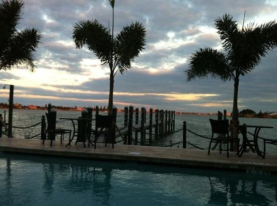 Pasa Tiempo Private Waterfront Resort: Another beautiful evening at Pasa Tiempo