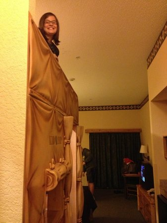 Great Wolf Lodge: Peeking Out From the Bunk Beds
