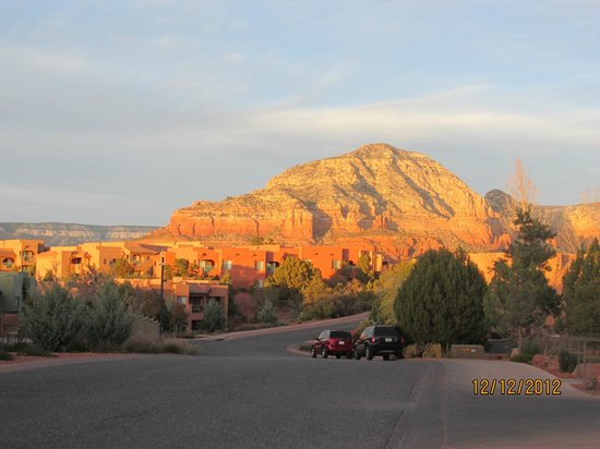 Sedona Summit Resort: view from street